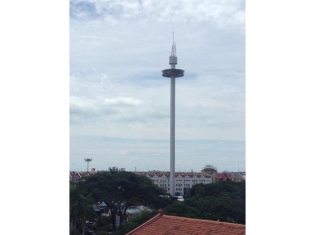 7276978-Blurry_shot_of_Melaka_tower_Melaka