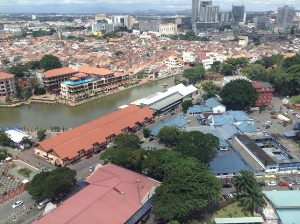 7276985-Melaka_river_and_town_Melaka