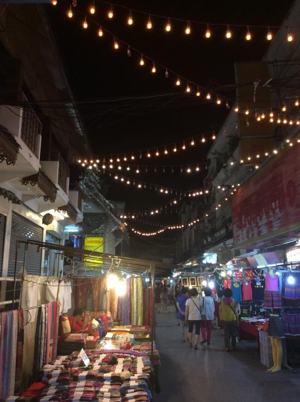 7506305-Night_market_Chiang_Rai_Chiang_Rai