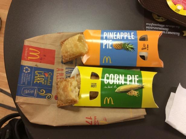 7508244-Pies_McDonalds_Thailand_Bangkok