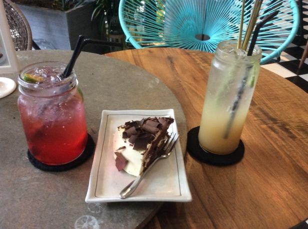 7634344-Refreshments_M2C_Cafe_HCMC_Ho_Chi_Minh_City