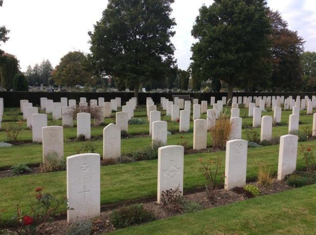 7716545-War_graves_Cambridge_City_Cemetery_Cambridge